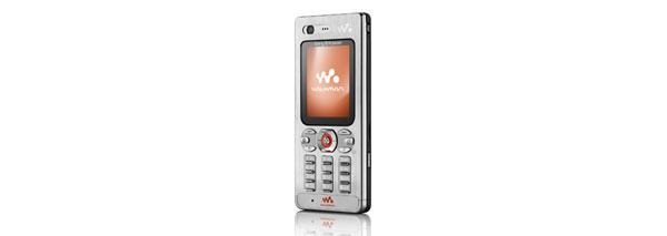 Sony Ericsson W880i. Liten och snygg, men dålig användbarhet.